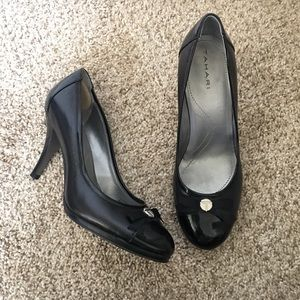 Tahari Collin Heels 8.5 Black cap toe
